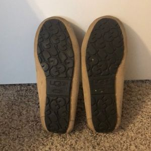 UGG Shoes - Barely Worn Ugg Dakota Moccasins